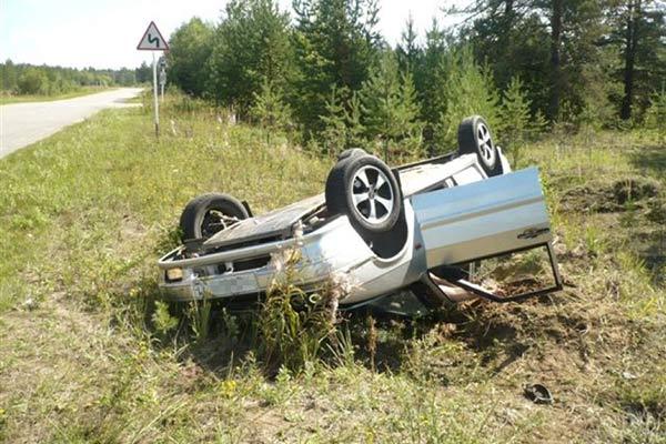 На дороге перевернулся Nissan: водитель скончался на месте аварии