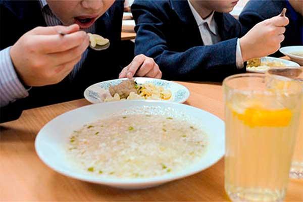 Самоуправления согласны кормить школьников, но просят дотации на зарплаты педагогам