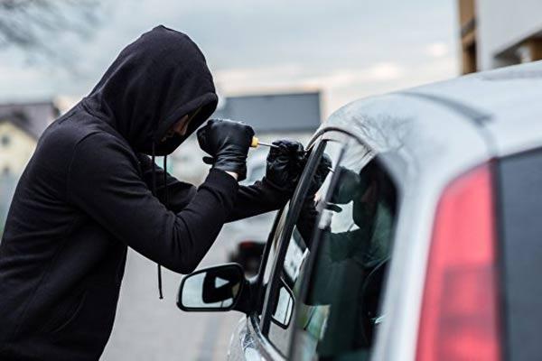 Крик о помощи: у пенсионерки угнали старенькое авто, дочь просит помочь!