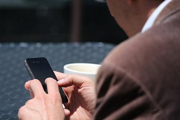 Пообещав выслать эротическое видео, женщина получила доступ к интернет-банку мужчины