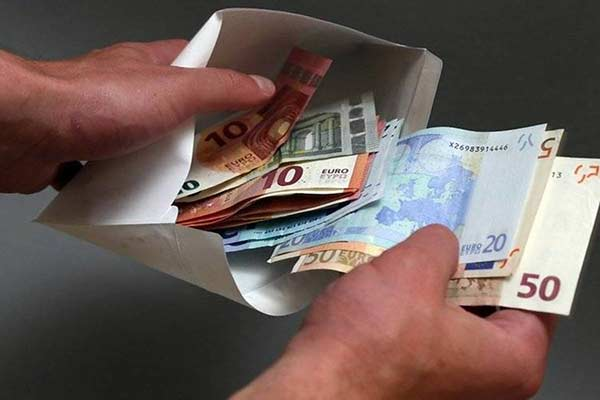 Полицейских Латгалии пытались подкупить дважды за день