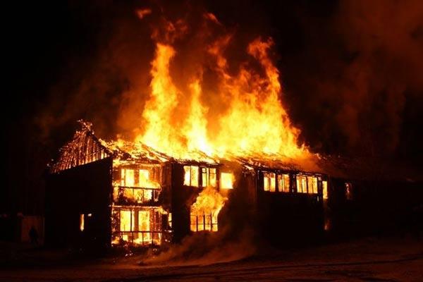 Этой ночью в Резекненском крае бушевал пожар повышенной опасности