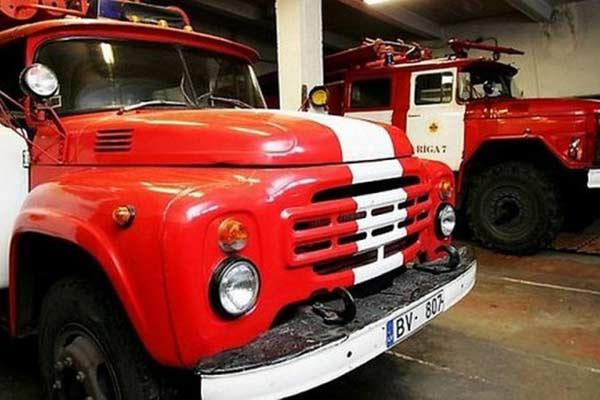 Резекненские пожарные спасли из огня мужчину