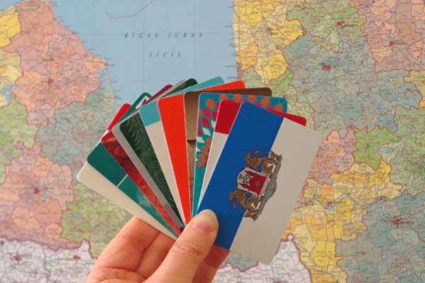 Латвийцы накапливают миллионы — на «картах лояльности» супермаркетов