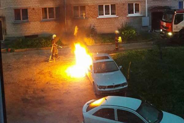 В Резекне загорелся автомобиль