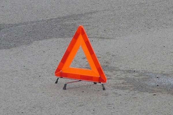 В Малте машина с детьми врезалась в бетонный столб