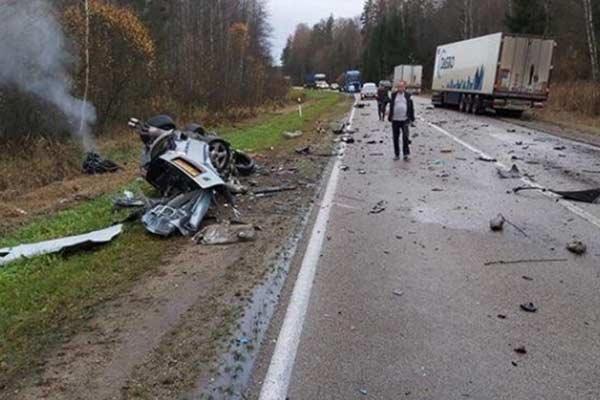 Очевидцы: лобовая авария на шоссе Резекне-Даугавпилс произошла из-за разлитой солярки