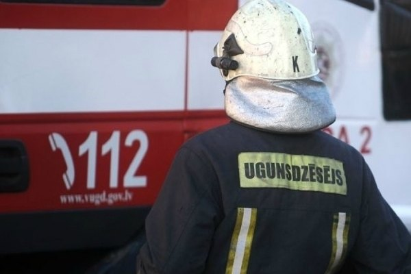 Ночью в Резекненском крае при пожаре погибли два человека