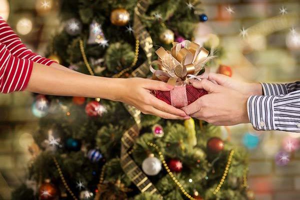Новогодние подарки для детей из нуждающихся семей и для детей с инвалидностью