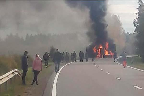 Трагическая авария под Резекне: один из автомобилей оказался на встречной полосе